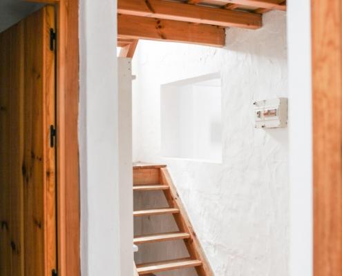 Adosado con porche escalera